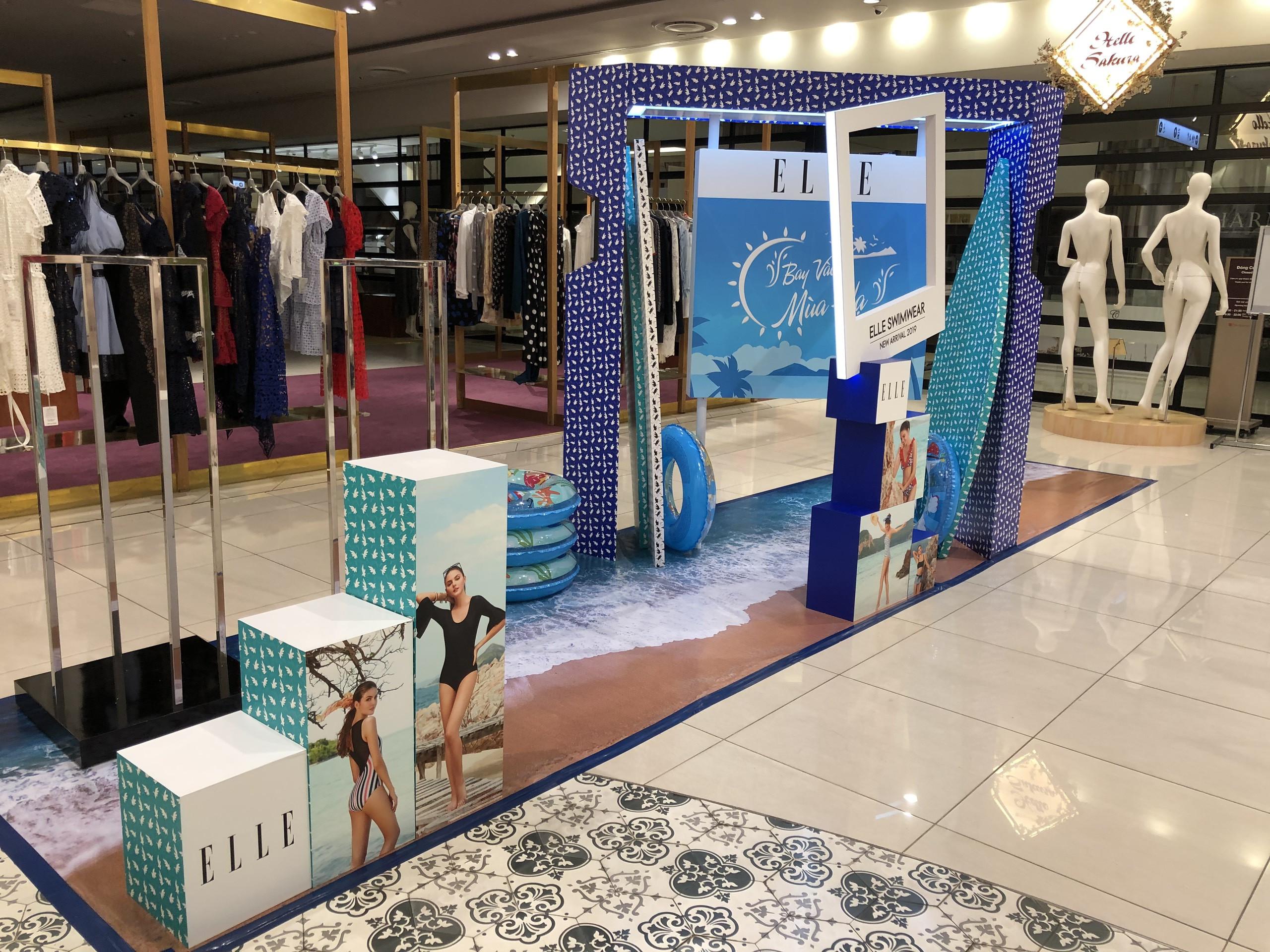 Booth bán hàng sản phẩm mới của ELLE