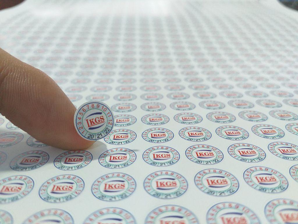 Nhờ tem vỡ khách hàng phân biệt được hàng chính hãng