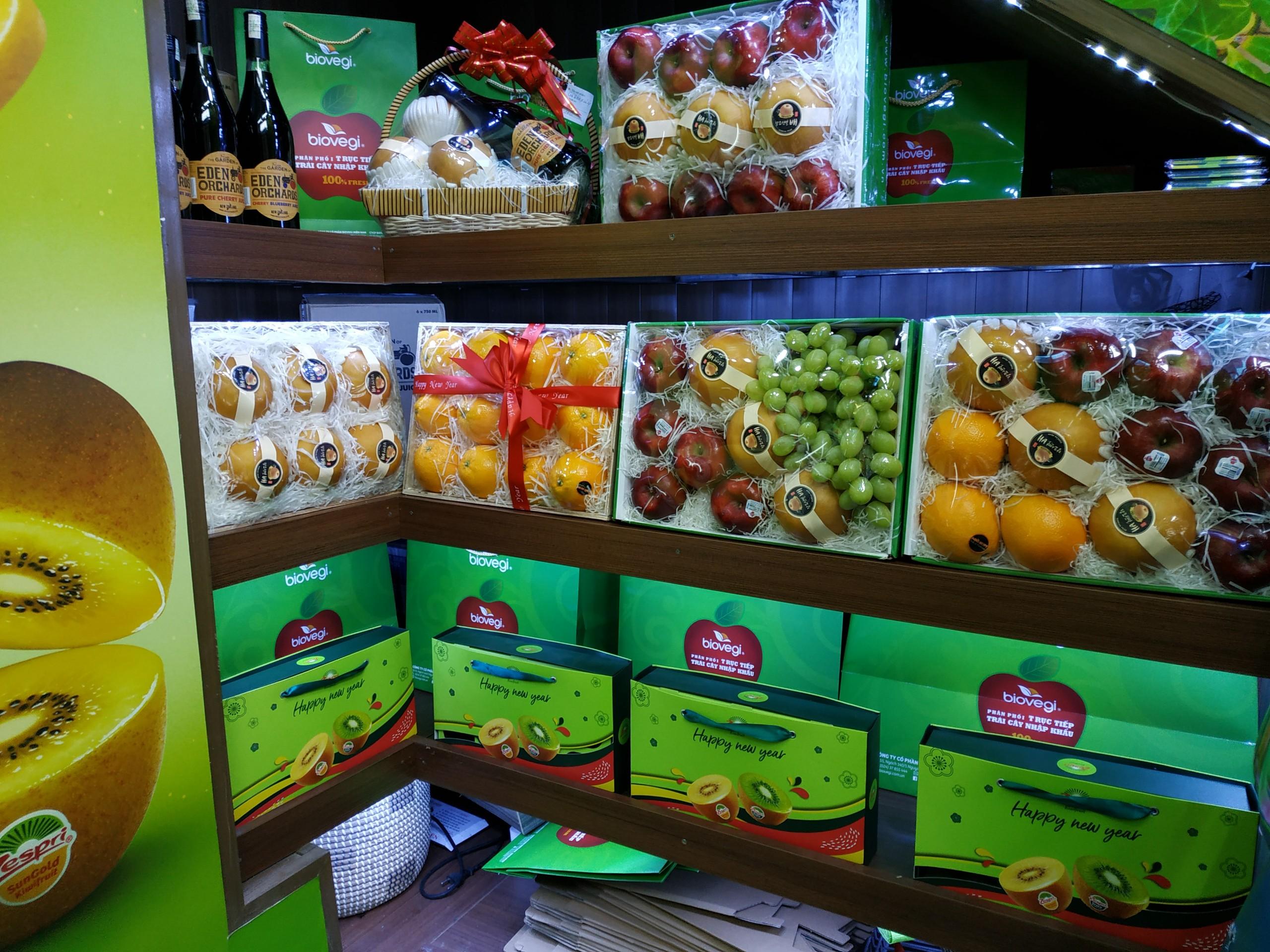 Cửa hàng trái cây nhập khẩu thường chọn in túi giấy đựng hoa quả có tính thẩm mỹ, độ bền cao