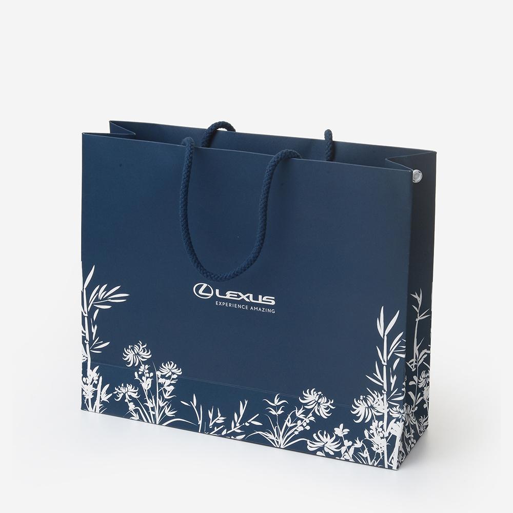 Hình ảnh in trên túi giấy sẽ cung cấp thông tin thương hiệu cho khách hàng
