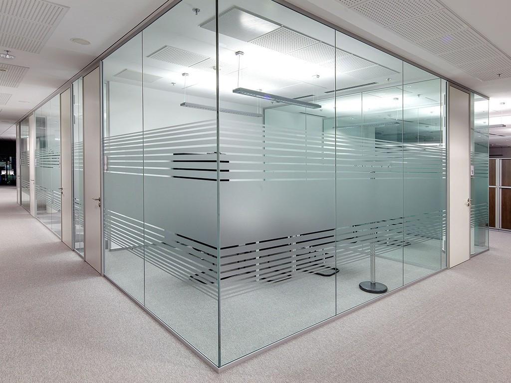 Vách ngăn nhôm kính là sản phẩm được ứng dụng nhiều trong xây dựng hiện nay